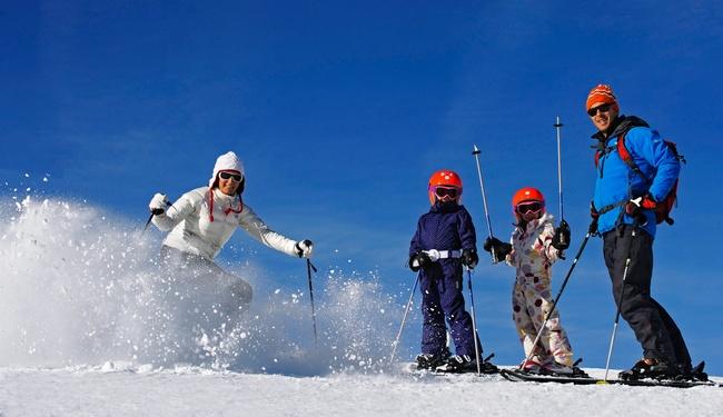 Family ski La Plagne credit P Royer
